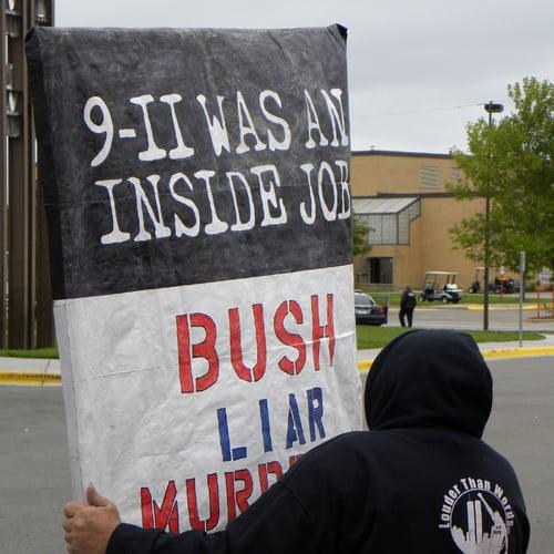 11 septembre 2001 : élaboré par le gouvernement, selon les conspirationnistes
