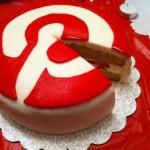 pastel hecho con forma del logo de pinterest