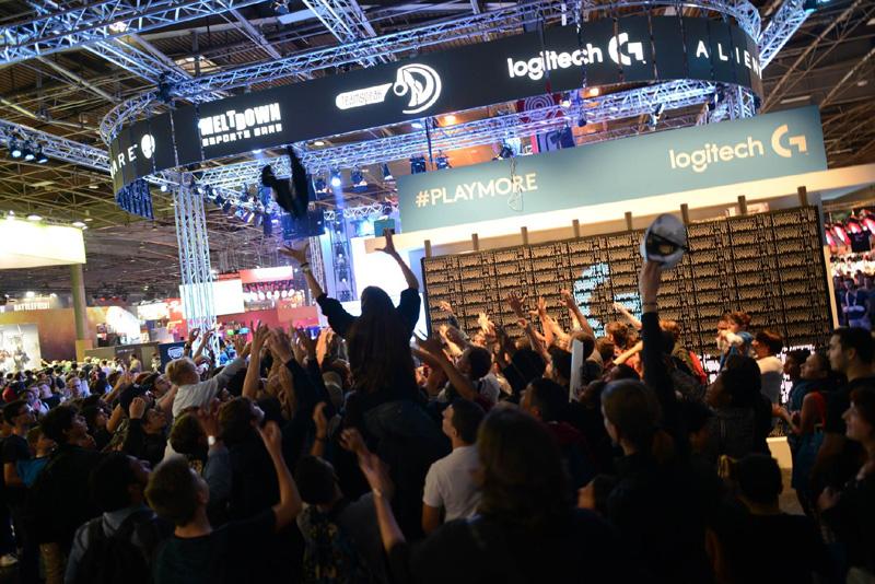 Le stand Logitech et son hashtag #playmore au salon Paris Games Week