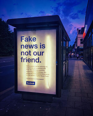 "Publicité ""Fake News is not our friend"""
