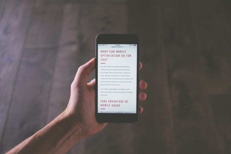 celular mostrando lo que es mobile optimization